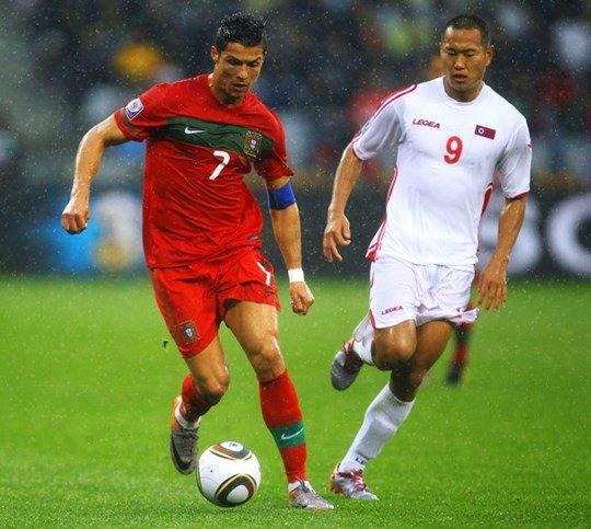 Mặc dù sớm bị loại vì những trận thua đậm nhưng Jong Tae-se đã có những ký ức không thể nào quên cùng những chiếc áo đấu kỷ niệm của các ngối sao như Cristiano Ronaldo