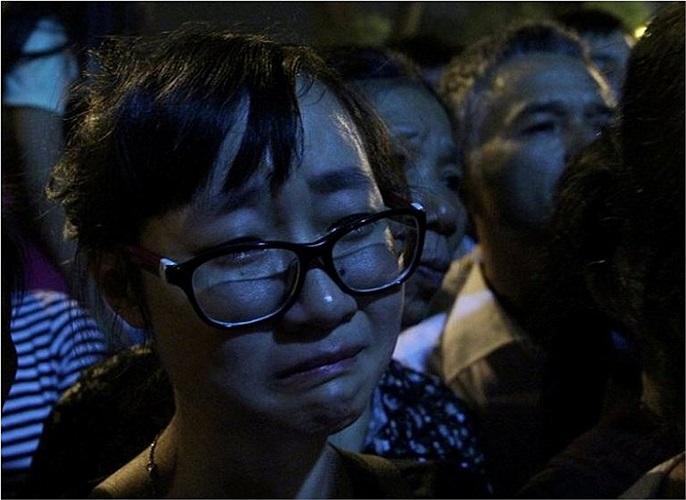 Nữ sinh bật khóc khi không kịp giờ đến viếng Đại tướng