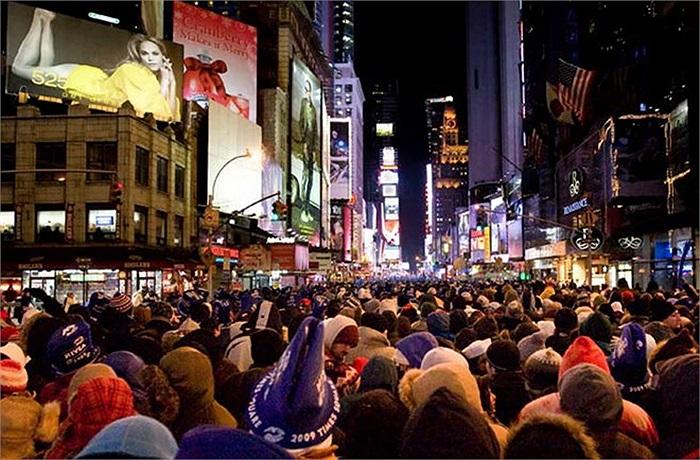 Quảng trường Thời đại ở New York, Mỹ chào đón khoảng 1 triệu người vào dịp năm mới.