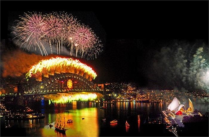 Thành phố Sydney, Australia một trong những nơi thu hút nhiều du khách nhất trong đêm giao thừa. Nhiều sự kiện ấn tượng - như các nghi lễ truyền thống, biểu diễn nghệ thuật và lễ hội ánh sáng - diễn ra tại đây.