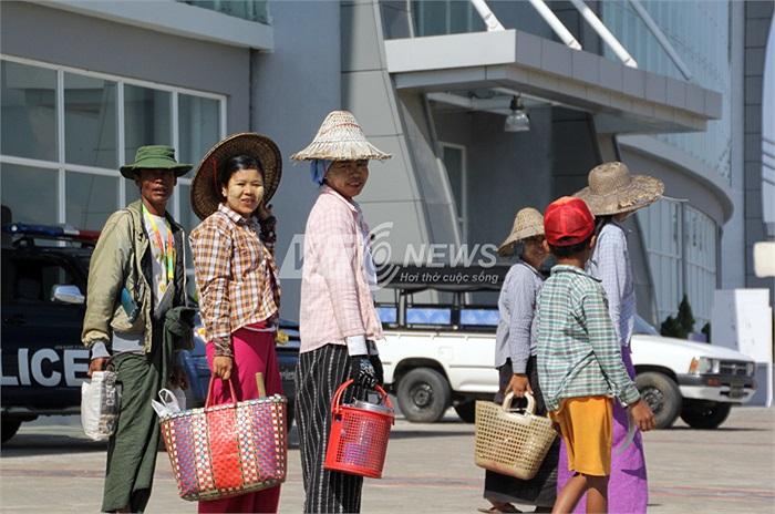 Những công trình hoành tráng sẽ không có người sử dụng khi Nay Pyi Taw chưa đầy 1 triệu dân và đa phần đều là người lao động nghèo.