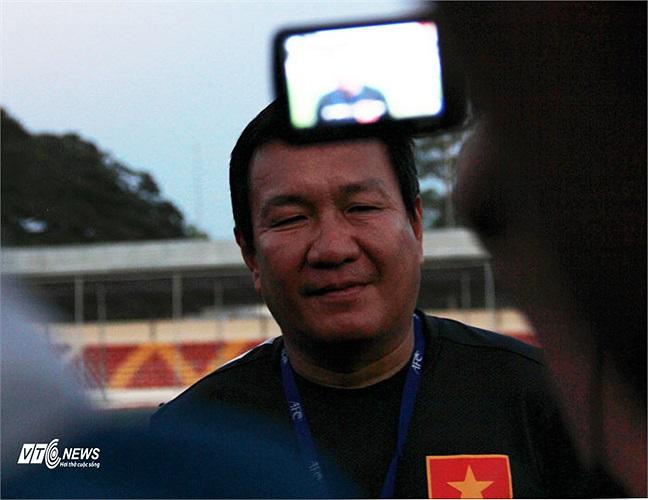 HLV Hoàng Văn Phúc cùng U23 Việt Nam là tâm điểm chú ý của giới truyền thông ngày hôm qua