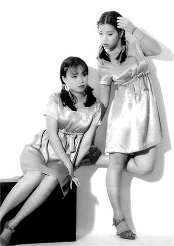 Trong số 3 chị em ca sĩ Cẩm Ly, Hà Phương và Minh Tuyết nổi tiếng của showbiz thì chị cả Cẩm Ly và em út Minh Tuyết giống nhau hơn cả so với Hà Phương, đặc biệt ở nụ cười rộng.