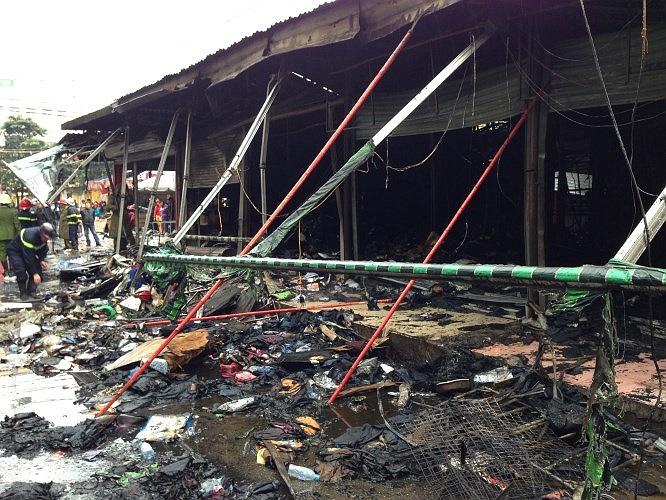 Hiện trường tan hoang sau vụ cháy