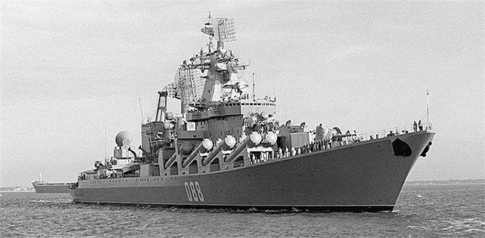 Hình ảnh trước đây của Tuần dương hạm Marshal Ustinov