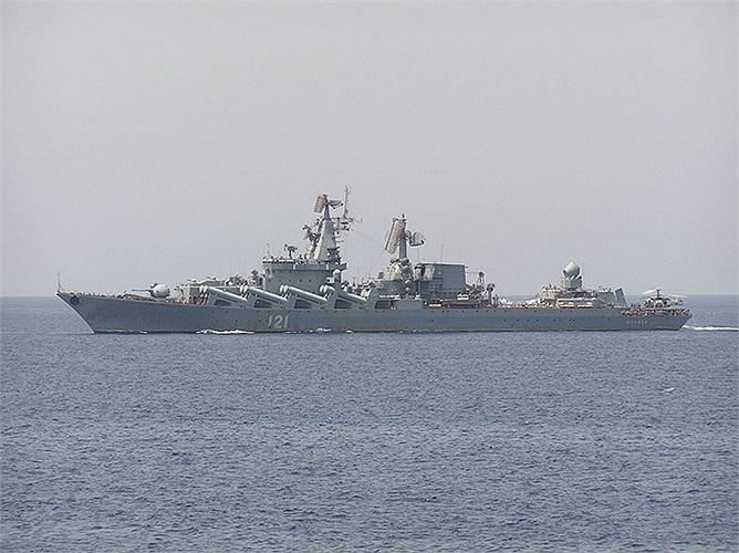 Tuần dương hạm Moskva mang số hiệu 121 của Hạm đội Biển Đen