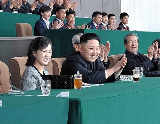 Loạt ảnh bà Ri Son-ju bên nhà lãnh đạo Kim Jong-un cho thấy quan hệ giữa họ rất thân thiết