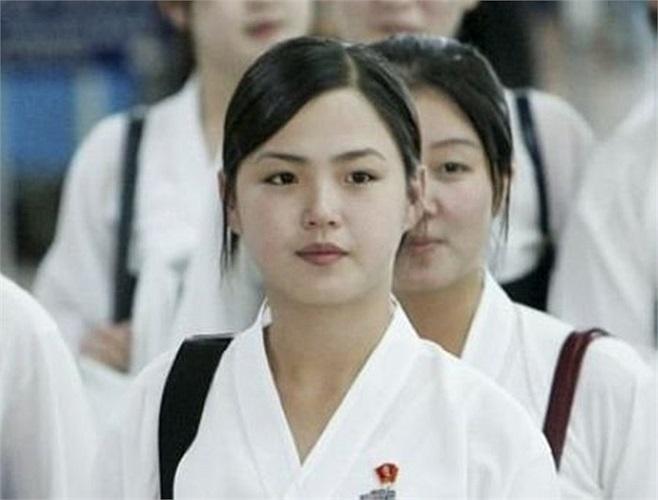 Truyền thông Triều Tiên đăng loạt ảnh đệ nhất phu nhân Ri Son-ju