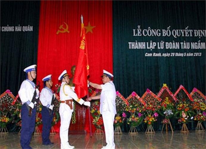 Không chỉ tích cực huấn luyện thủy thủ, cuối tháng 5/2013 vừa qua, Hải quân Việt Nam đã quyết định thành lập Lữ đoàn tàu ngầm 189 tại Cam Ranh. Đây là lữ đoàn tàu ngầm hiện đại đầu tiên của Hải quân nhân dân Việt Nam có nhiệm vụ huấn luyện, sẵn sàng chiến đấu, hiệp đồng với các lực lượng bảo vệ chủ quyền biển, đảo của Tổ quốc.