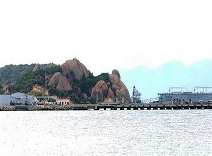 Hiện nay, công tác chuẩn bị để đón nhận chiếc tàu ngầm đầu tiên của Lữ đoàn tàu ngầm Việt Nam đã hoàn tất. Tại quân cảng Cam Ranh, nơi tàu ngầm Hà Nội neo đậu là cầu cảng được xây dựng bên trong quân cảng Cam Ranh, gần đó là khu nhà ở dành cho các thủy thủ của tàu. Sát bên cầu cảng là một ụ nổi được Việt Nam nhập khẩu từ Nga trong khuôn khổ hợp đồng mua 6 tàu ngầm diesel-điện lớp Kilo dự án 636.