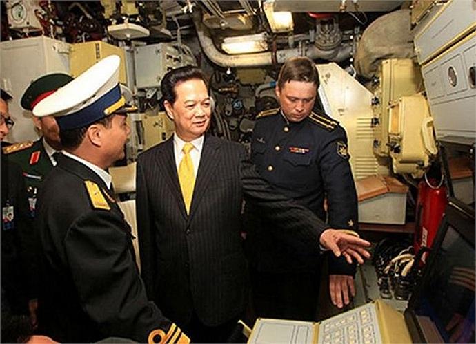 Để khắc phục yếu tố này, các kíp tàu của Hải quân trong quá trình đào tạo ở nước ngoài đều rất cố gắng để nắm bắt công nghệ, các thao tác kỹ thuật, khả năng thực hành và xử lý các tình huống. Sự thuần thục trong khai thác các trang bị là yêu cầu bắt buộc đối với các thủy thủ. Sau khi làm chủ, vận hành được tàu ngầm, các thủy thủ phải tiếp tục được huấn luyện nâng cao về kỹ, chiến thuật khi tác chiến trên biển.