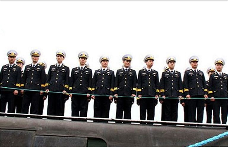 Ý thức được niềm vinh dự là lực lượng đặc biệt của Hải quân nhân dân Việt Nam, các sĩ quan thủy thủ tàu ngầm trong quá trình học tập ở nước ngoài đều rất nỗ lực, chấp hành nghiêm kỷ luật, tích cực học tập đạt kết quả rất tốt. (Trong ảnh: Cán bộ chiến sĩ đội tàu ngầm Hà Nội)