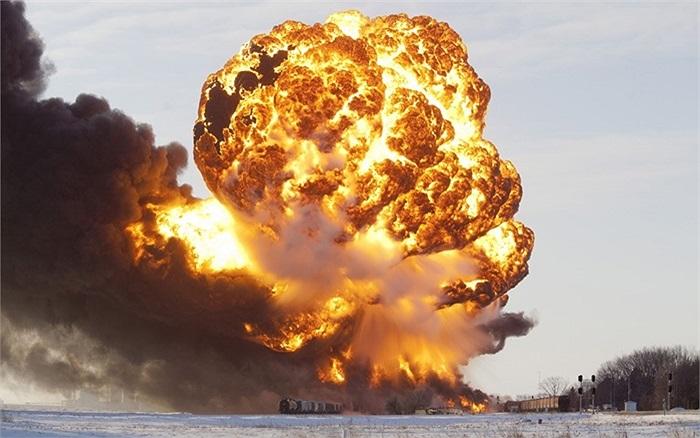 Lửa và khói bốc lên trong vụ tai nạn ở Casselton, North Dakota, Mỹ