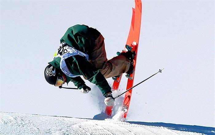 Cú ngã của vận động viên trượt tuyết tại giải đấu ở Colorado, Mỹ
