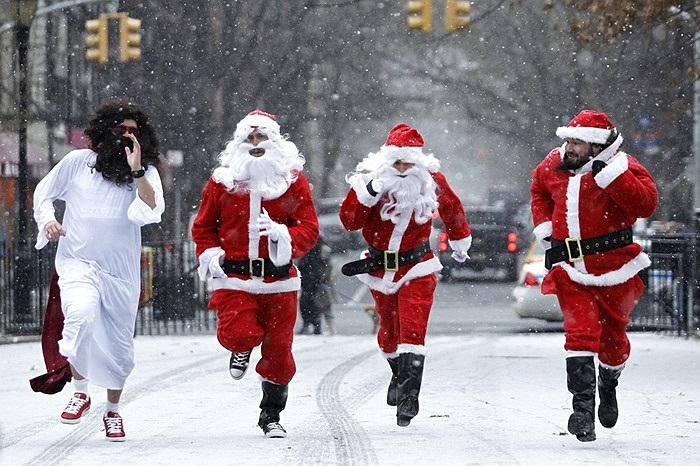 Cảnh sát mặc trang phục ông già Noel chạy đua ở New York, Mỹ