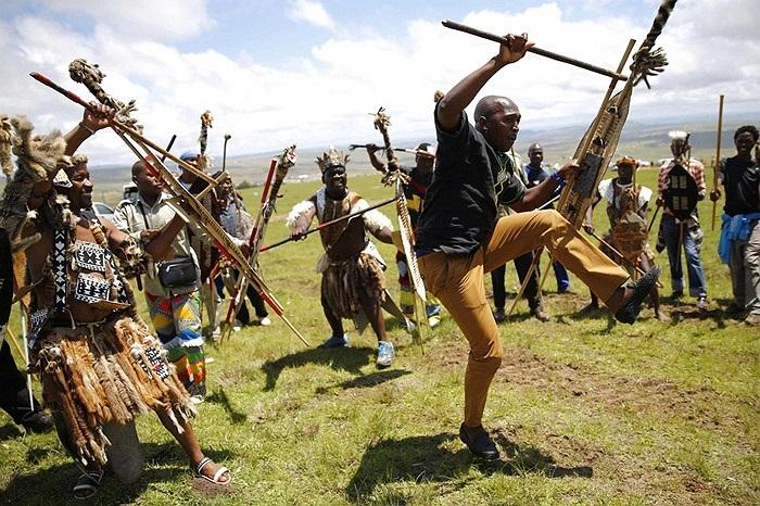 Người dân nhảy múa đưa tiễn cố Tổng thống Nelson Mandela ở Nam Phi
