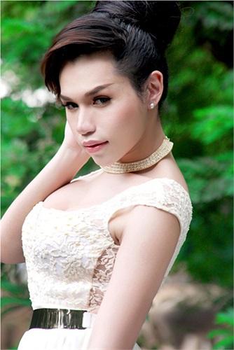 Cô có phong cách thời trang quyến rũ, bắt kịp xu hướng thế giới. Xem thêm một số hình ảnh của Franky Nguyễn: