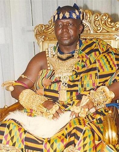 Người Ashanti sống ở miền trung Ghana của Tây Phi. Tộc người này vốn là một 'đế chế vàng' hùng mạnh nhất thế giới.