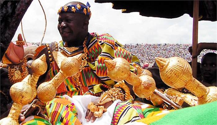 Đối với người Ashanti, vàng không chỉ là kim loại bình thường mà vàng là thứ linh thiêng. Với dân tộc này vàng là vua của tất cả kim loại.