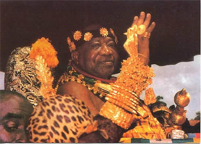 Theo quan niệm của người Ashanti, vàng tồn tại vĩnh cửu tựa như linh hồn của con người. Đức độ, nhân cách, quyền lực, sự cao sang của một người tỷ lệ thuận với lượng vàng có trên người của người đó.