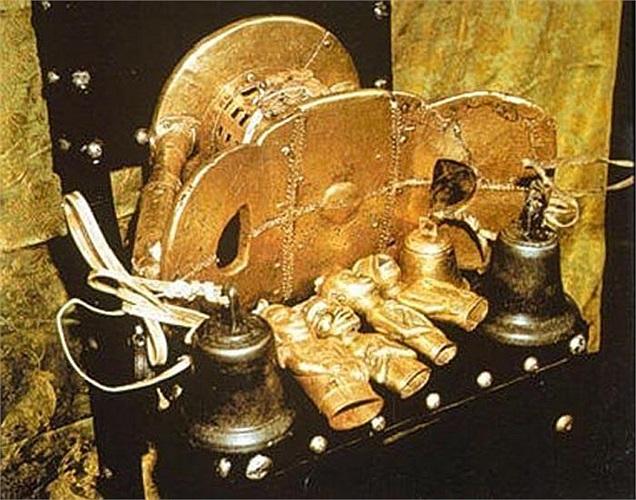Theo truyền thuyết của người Ashanti, chiếc ghế này không phải được làm bởi con người, mà được hình thành từ thiên đường.