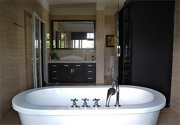 Phòng tắm rộng rãi và tiện nghi