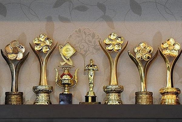 Những chiếc cúp đánh dấu sự nghiệp của Quyền Linh.