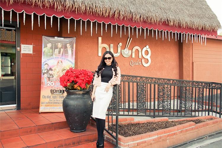 Danh hài Việt Hương hiện đã định cư tại Mỹ, còn Vy Oanh thì cũng liên tục có những chuyến lưu diễn ngắn ngày tại nơi đây.