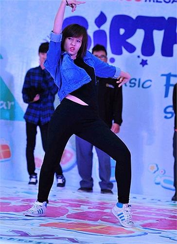 Đặc biệt tham gia chương trình còn có sự tham gia của các nghệ sĩ được yêu thích hiện nay như ca sĩ Đinh Mạnh Ninh, Minh Vương nhóm M4U, hotgirl Chibi Hoàng Yến