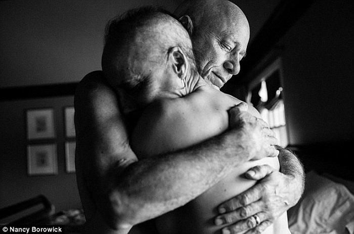 Sau 34 năm kết hôn, đôi vợ chồng Howil và Laurel không bao giờ có thể nghĩ rằng cả hai lại mắc căn bệnh ung thư giai đoạn 4 cùng một lúc như thế này.