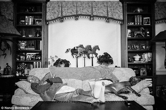Ca hoá trị đã khiến ông Howil kiệt sức suốt nhiều ngày, đến nỗi ông có thể lăn ra ngủ ở bất cứ nơi nào trong nhà.