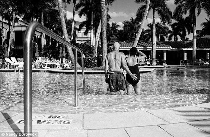 Vào đêm trước khi trải qua các ca điều trị bệnh, đôi vợ chồng này quyết định thực hiện chuyến đi cùng nhau đến Naple, Florida.