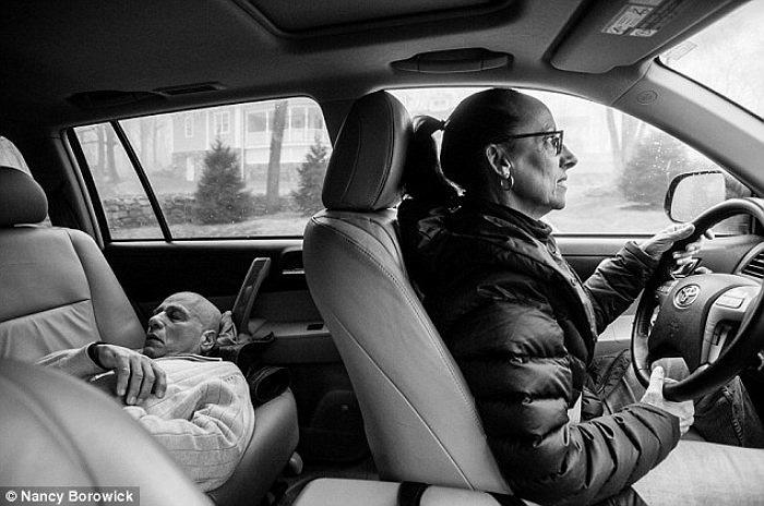 Được biết, nơi vợ chồng bà điều trị hoá trị cách nhà nửa giờ đi xe. Và tất nhiên, người nào trong hai người khoẻ hơn thì sẽ đảm nhiệm vị trí tài xế.