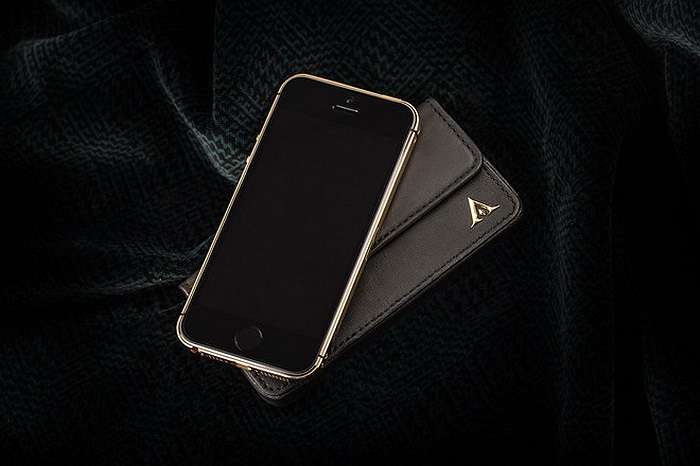 Khi sử dụng bộ vỏ, mặt trước của iPhone 5s được giữ nguyên.