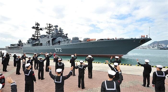 Chiến hạm săn ngầm mang tên Đô đốc Vinogradov của Hải quân Nga