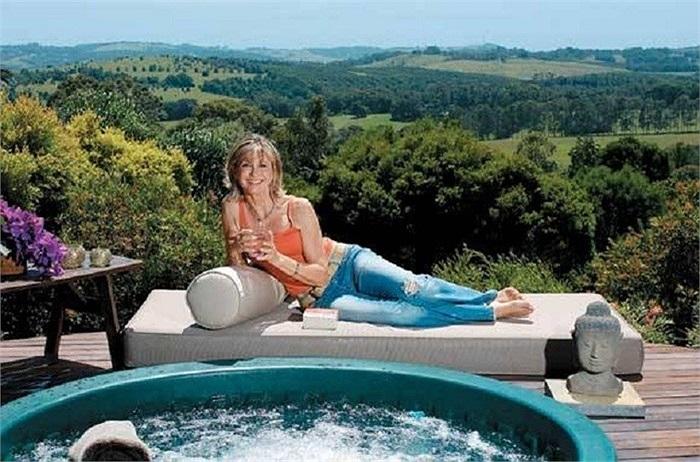 Khu nghỉ dưỡng Gaia tại Úc nổi tiếng với các dịch vụ Spa hoàn hảo và chu đáo nay thuộc nhà môi trường học Olivia Newton-John làm nơi nghỉ ngơi cho cô và bạn bè của mình.