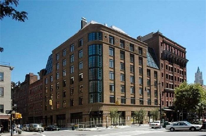 Khách sạn 5 sao Greenwich thành phố New York đầy đủ tiện nghi với spa, bể nước nóng, nhà hàng Ý là nơi Robert De Niro và bạn bè của mình tụ tập tổ chức tiệc tùng.