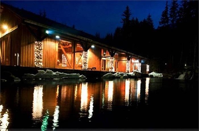 Khu nghỉ dưỡng tư rộng nhất thế giới Sundance tại bang Uhta nằm trên mảnh đất hơn 15 nghìn km vuông thuộc quyền sở hữu của Robert Redford. Khu nghỉ dưỡng có 92 phòng quanh chân núi, khu trượt tuyết riêng và nhiều dịch vụ khác thường được các đoàn làm phim chọn làm địa điểm quay thay cho các phim trường quen thuộc.
