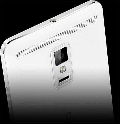 Máy có bộ xử lý 4 nhân Krait 400 Snapdragon 800 tốc độ 2.3 GHz, chip đồ họa  Adreno 330 cùng lượng RAM 3G.