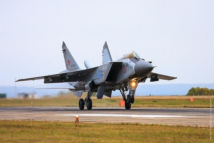 MiG-31BM là chiến cơ đánh chặn có tốc độ cao nhất của Không quân Nga hiện nay, nâng cấp từ MiG-31 và được gọi là 'vua của bầu trời'