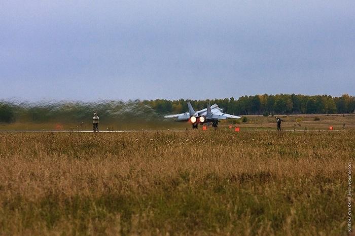 MiG-31BM có thể thực hiện nhiệm vụ chế áp hệ thống phòng không đối phương (SEAD) bằng tên lửa chống radar Kh-31P, Kh-58