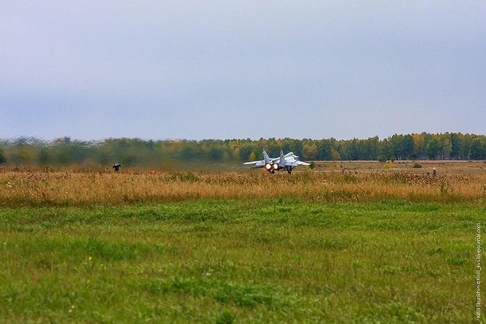 MiG-31BM được trang bị radar mảng pha Zaslon M mạnh hơn radar đời đầu lắp trên MiG-31