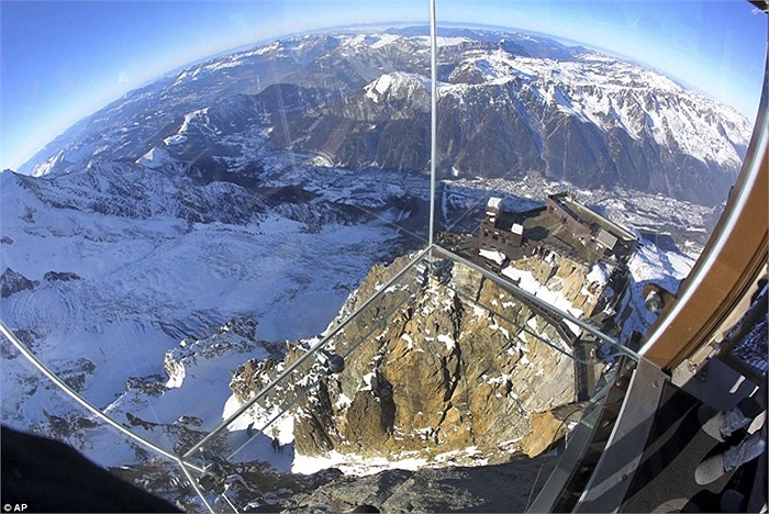 Căn phòng kỳ quái, không dành cho người sợ độ cao trên đỉnh Blanc Massif thuộc dãy Apls của Pháp