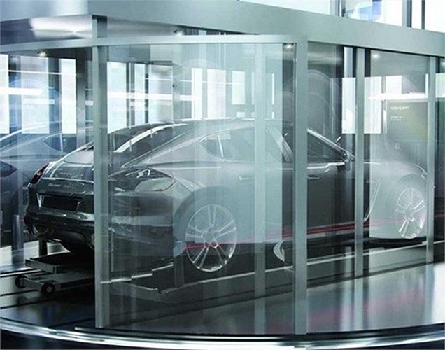 Thang máy đặc biệt này đưa cả người và xe lên thẳng căn hộ, đỗ tại garage thiết kế nối tới từng căn hộ.