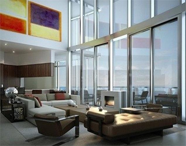 Tường kính cao và ban cộng lớn giúp các căn hộ có tầm nhìn lý tưởng ra biển.