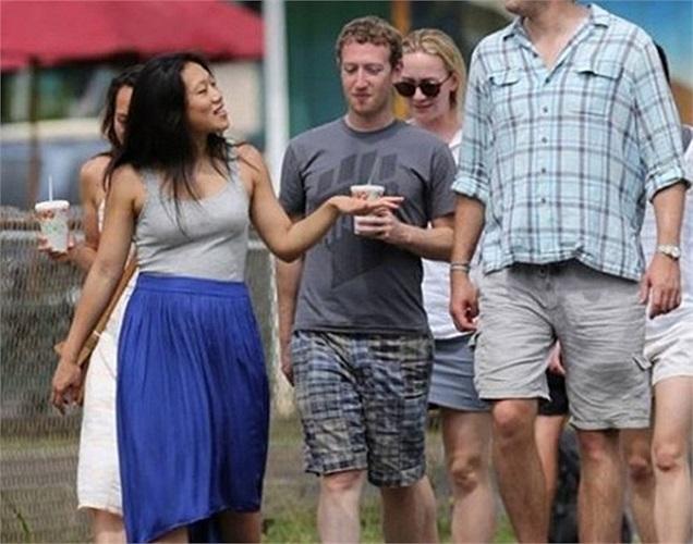 Tỷ phú trẻ tuổi Mark Zuckerberg và vợ đã chi đến 95 nghìn USD cho kỳ nghỉ 3 ngày của họ với 2 nhân viên của Facebook tại Pune, Ấn Độ gồm phí ăn ở, đi lại, tập thiền và các tiện nghi khác trong toàn bộ chuyến đi.