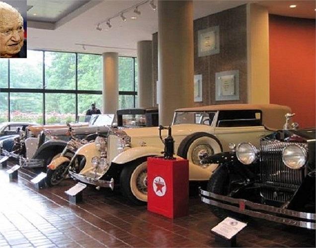 Chủ tịch và là người sáng lập tập đoàn Chick-fil-A, Truett Cathy dù đã 87 tuổi nhưng vẫn yêu thích đam mê sâu sắc đối với ô tô. Ông dành phần lớn thời gian nghỉ ngơi đi khắp nơi để tìm kiếm những chiếc ô tô theo sở thích của mình bổ sung vào bộ sưu tập. Hiện nay tổng giá trị bộ sưu tập lên tới 250 triệu USD.