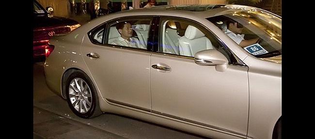 Ngoài Rolls-Royce, Bentley, người ta còn nhiều lần nhìn thấy ông Jonathan Hạnh Nguyễn ngồi trên chiếc xế sang Lexus và đặc biệt là Maybach 62S.