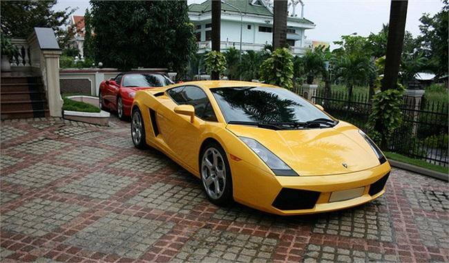 … trong đó phải kể đến các đời xe Lamborghini Gallardo SE, Ferrari 360 Spider, Ferrari F430 spider, Rolls Joyce Phantom cùng nhiều dòng xe cao cấp khác.