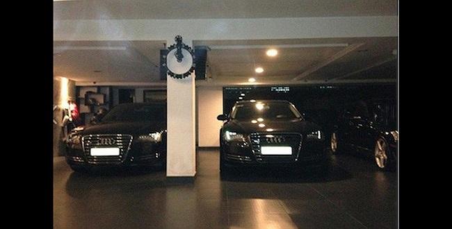 Cách đây không lâu, Cường Đô la từng gây xôn xao khi khoe ảnh xe đôi với vợ trên trang cá nhân. Bộ đôi xế sang Audi A8 này có tổng giá trị lên tới 8 tỷ đồng.